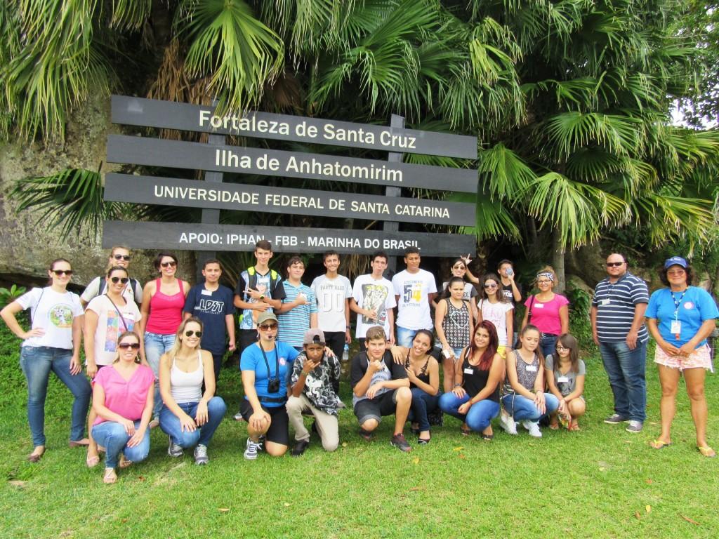 Estudantes na Ilha de Anhatomirim