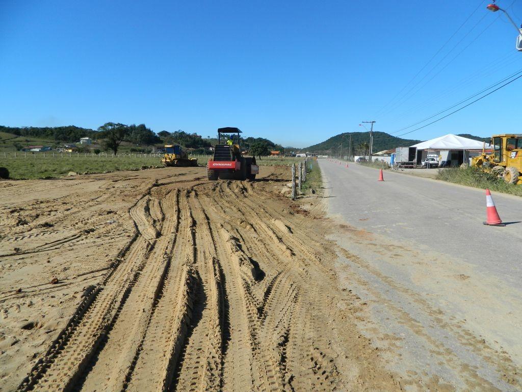 2014-07-01_km212+200_Mobilização do estacionamento (máquinas) (6)