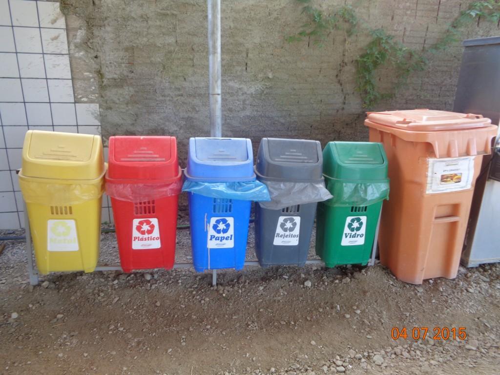 2015-07-04 Km  215+450 segregadores de lixo