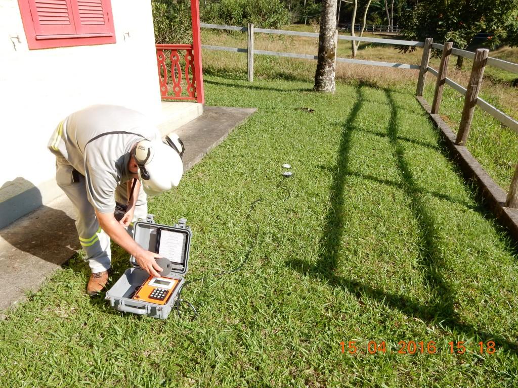 Sismógrafo instalado para monitoramento de ruídos e vibrações
