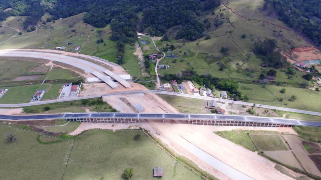 Obras no Trecho Intermediário - Viaduto sobre a Estrada Geral de Alto Forquilhas - Outubro de 2016