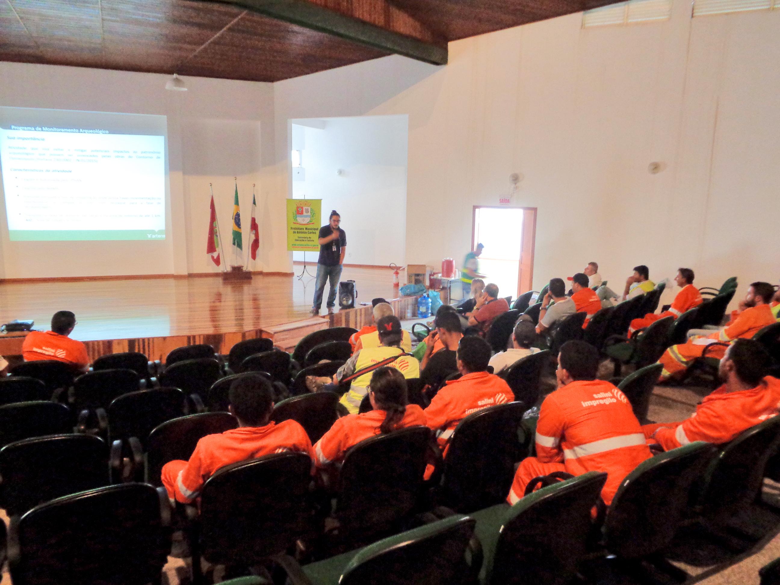 TRABALHADORES DO CONTORNO PARTICIPAM DE PALESTRA SOBRE MONITORAMENTO ARQUEOLÓGICO