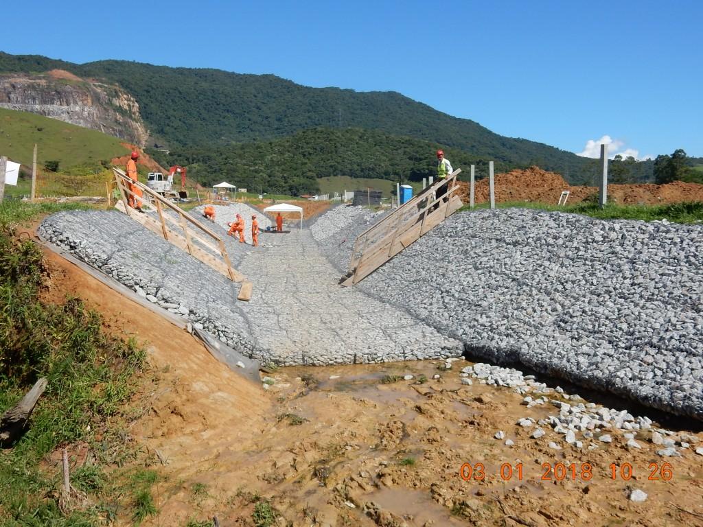 Obras Contorno Viário - Janeiro 2018 - Execução de canal - contenção em colchão reno