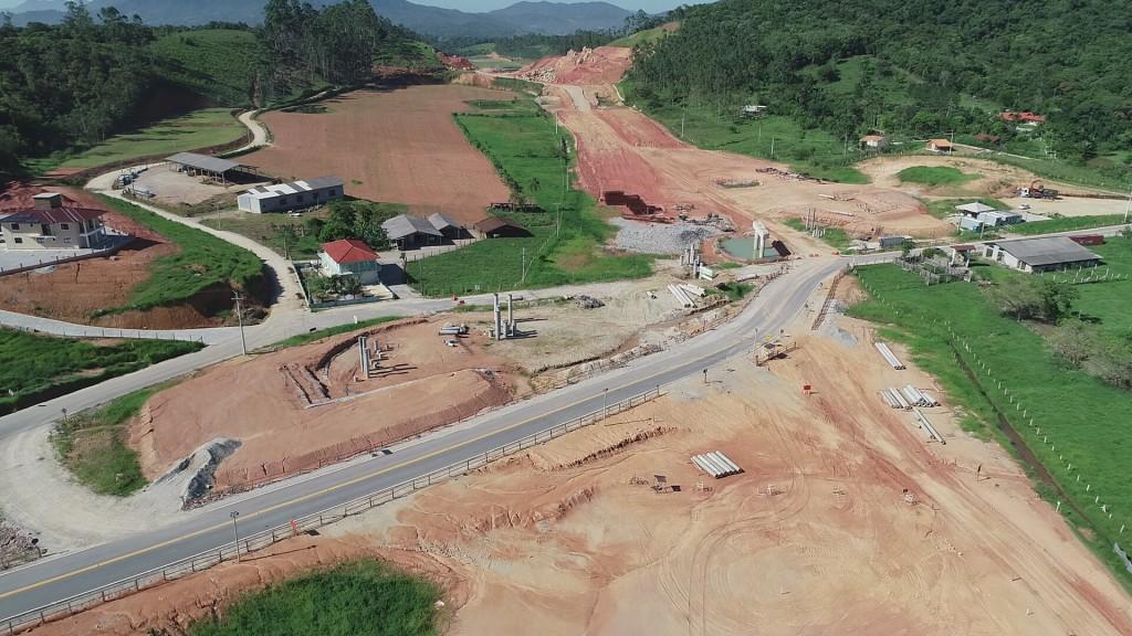 Trevo de intersecção com a Estrada Geral Três Riachos