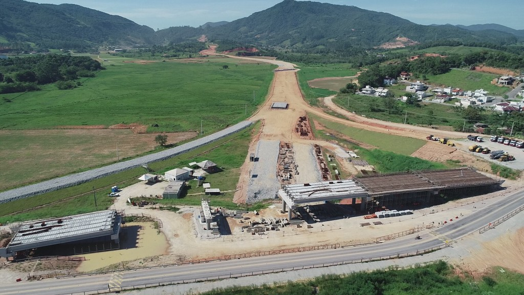 Obras no Trevo de Intersecção do Contorno com a SC-407